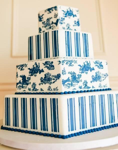 Торт, украшенный с использованием трафаретов